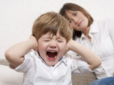 mi hijo tiene rabietas, llora sin parar, no obedece